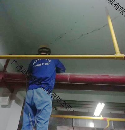 楼顶堵漏施工作业